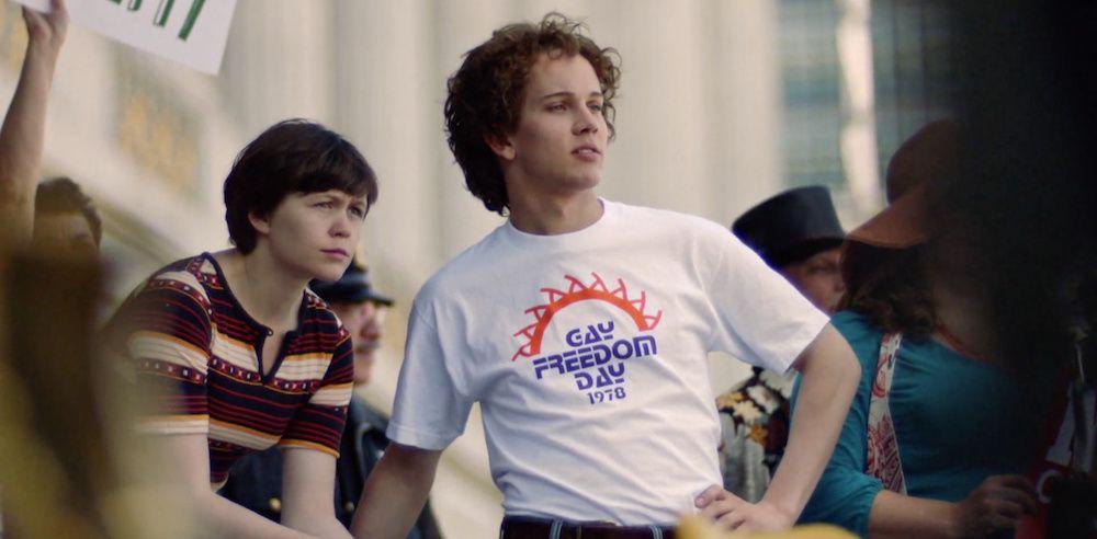"""Emily Skeggs et Austin P. McKenzie, deux des trois jeunes comédiens de """"When We Rise"""". (@ABC/Canal+)"""