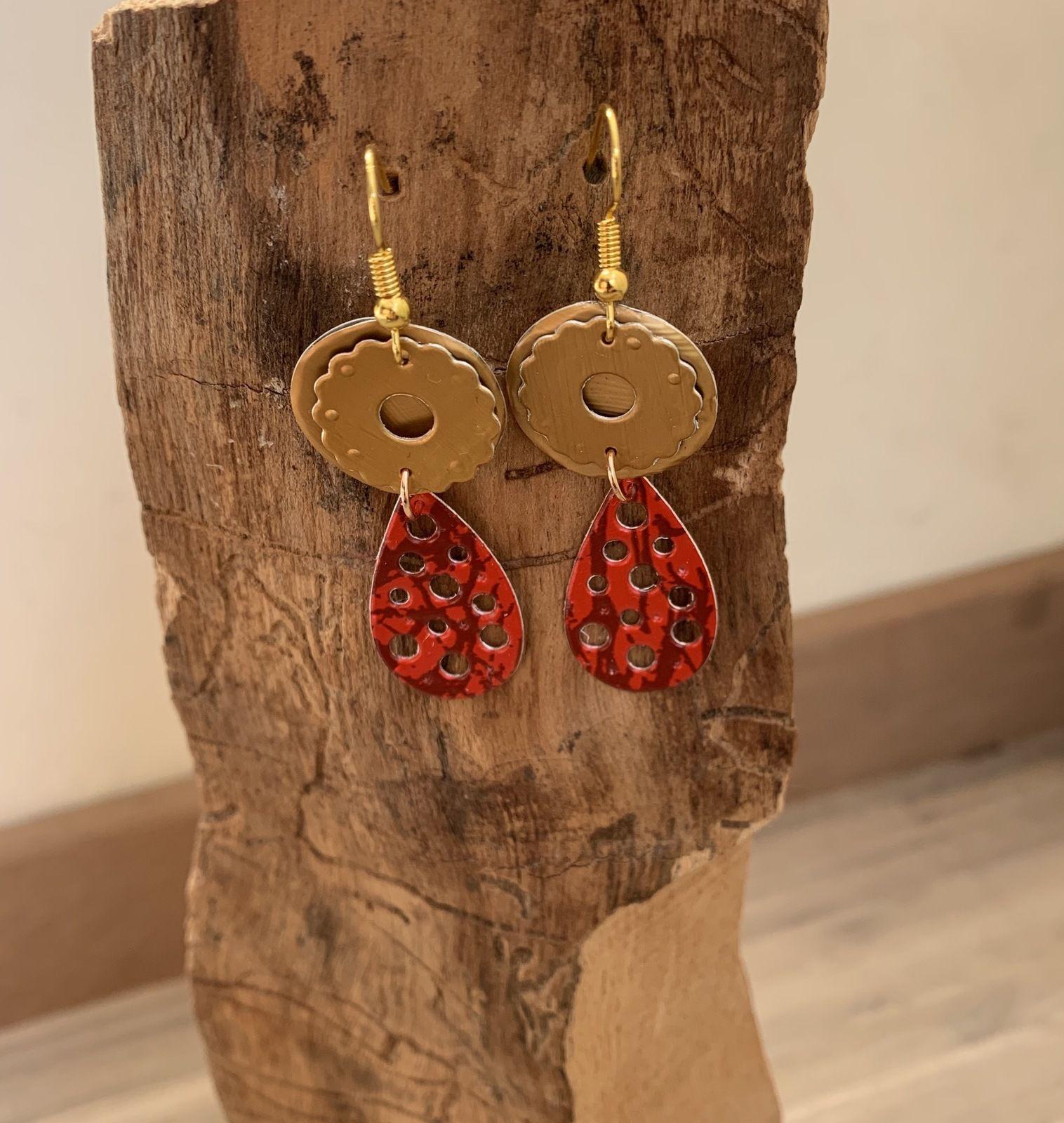 Boucles d'oreille rouges et dorées