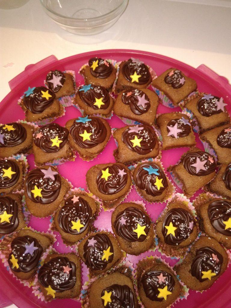 Ma Clochette accompagnée de ses cupcakes!!!