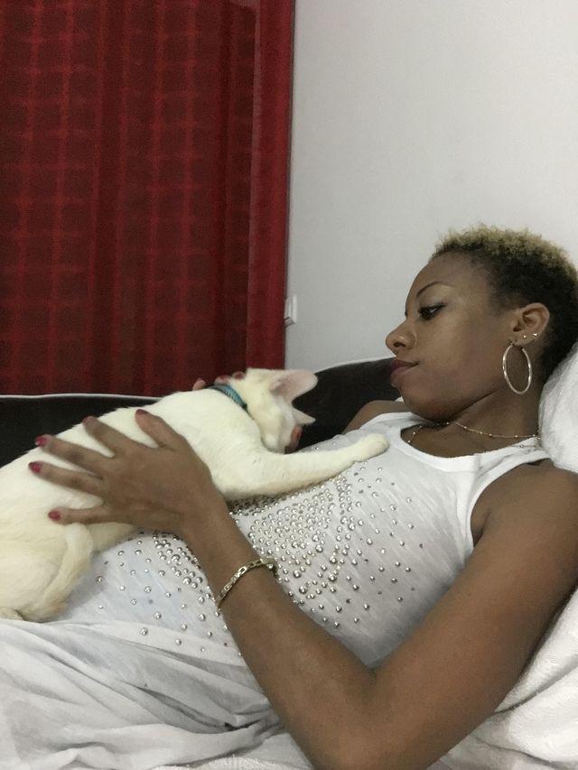 premières photos de MONTY dans son foyer.... heureux le chat !