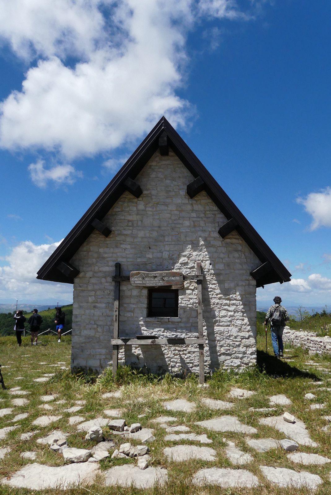 Monte Cornacchia, refuge