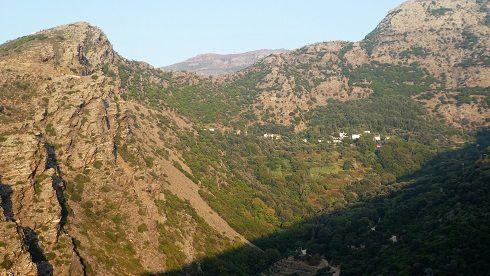 Plomari, fete de mono kambi, Evdilos, Vers le sud ( 3 ), cote sud port de Manganitis, village de la cote sud est (2 ), place de MonokambI (2 ), vallée en montant à Fantado, Monasteri, monastere, eglise de Maratho'( 2 )  vallée en montant au monastère  cote nord vu du bateau