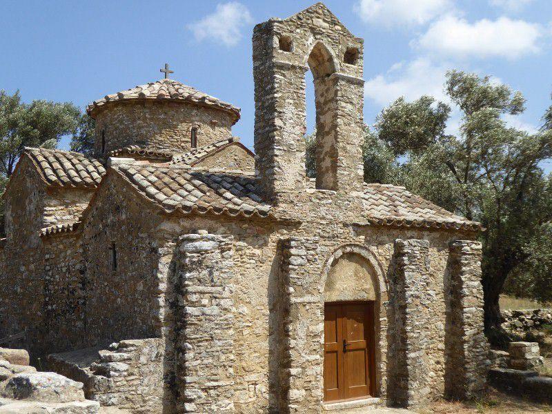FILOTI  village 2 , eglise aghios apostoli, 2 autres eglises bysantines