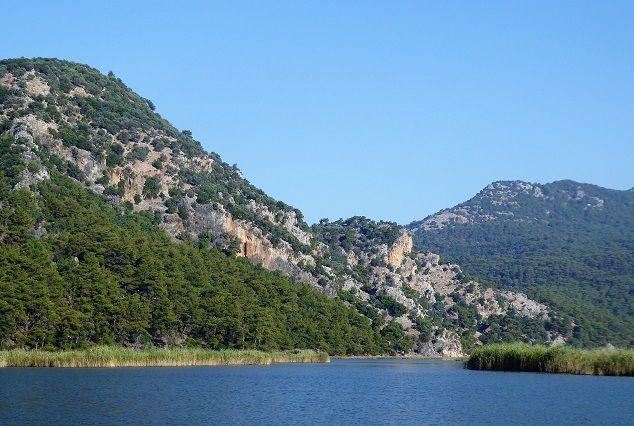 Caunes ; ruines et tombeaux lyciens ( 4); baie d 'Ekincik