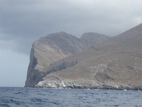 amorgos    Aegiali   Katapola,  unerue de Katapola , chapelles en montant à Minoa, la baie de Katapola , la seule ruine de Minoa , falaise de la pointe nord