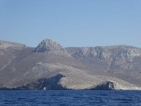 Astipalea arrivee dans la baie , cote ouest, port , hora baie de la cote sud