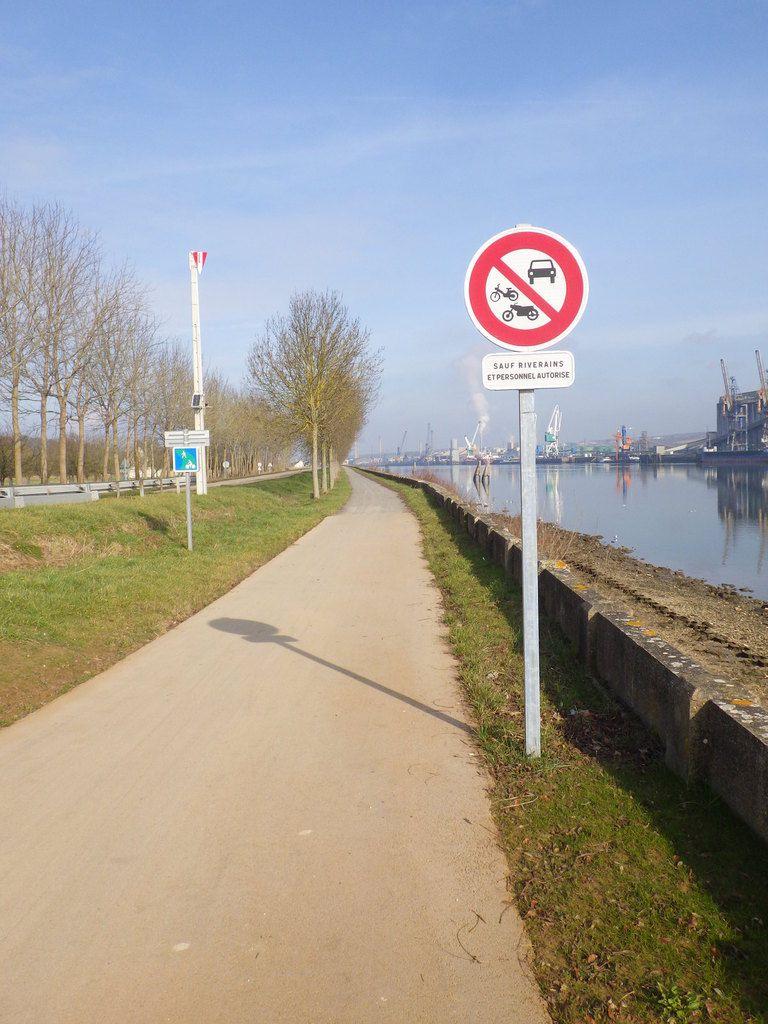 La piste cyclable entre Hautot sur Seine et Val de la Haye