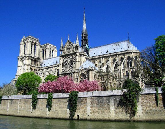 Tres belle photo de NotreDame de Paris (In http://lisistone.centerblog.net/m/1252-paris-notre-dame-10)
