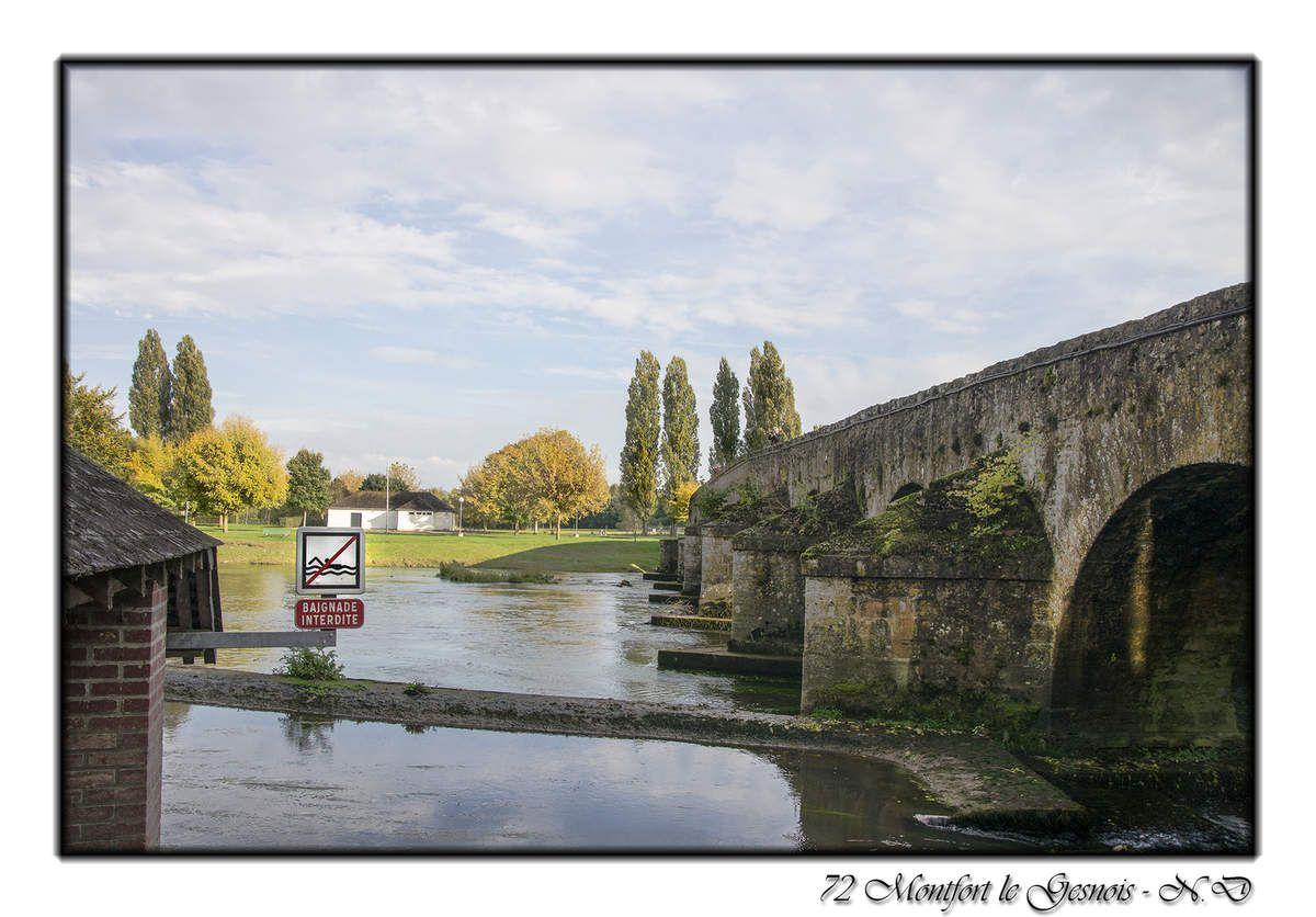 Le pont romain qui enjambe l'Huisne à Montfort-le-Gesnois