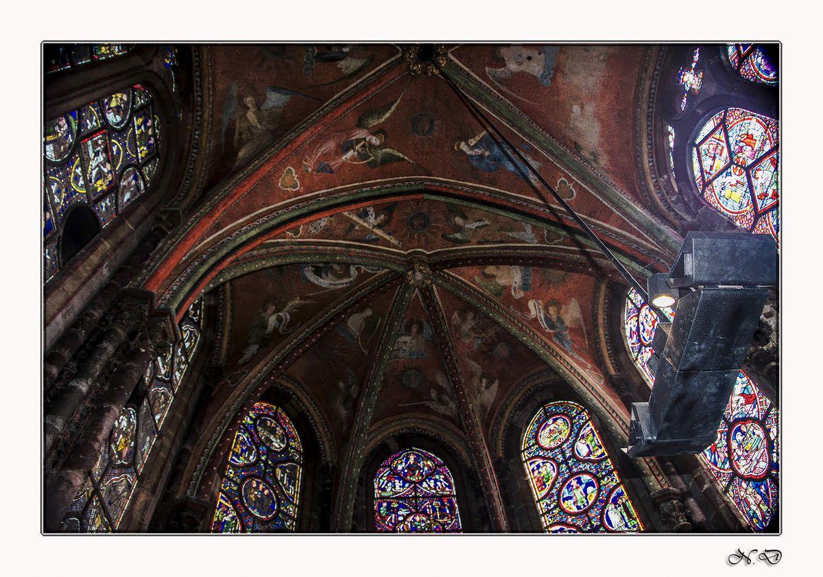Fresques sur la voûte de la chapelle de la vierge.