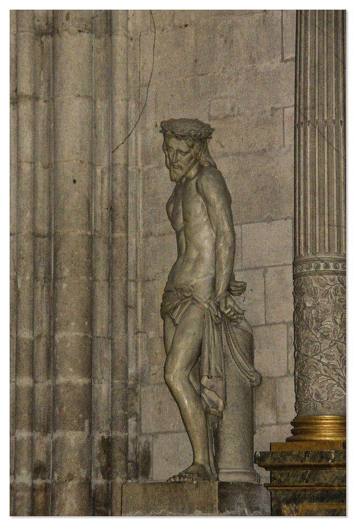 Vierge à l'enfant de Charles Hoyau et un Sépulcre (mise au tombeau).