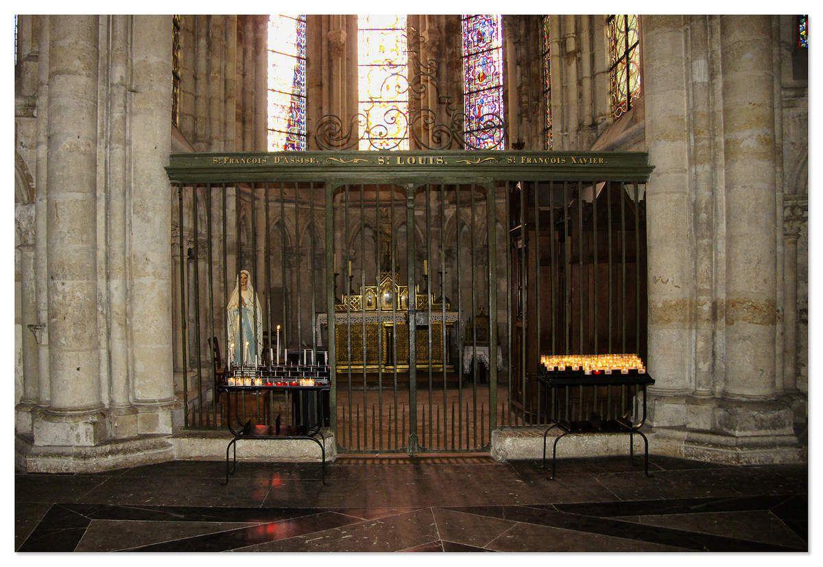 Les chapelles au nombre de «12», abritent, pour la plupart, les tombeaux des illustres hommes de la région.