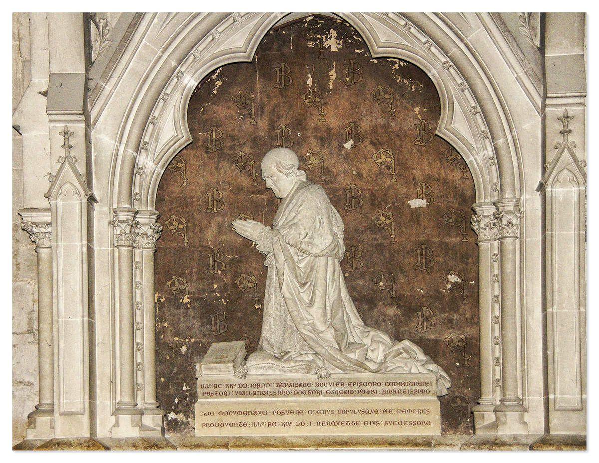 Sculpture au tombeau de l'Évêque Bouvier.