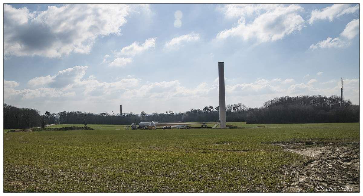 Lavernat - Sarthe - Eoliennes en cours de montage