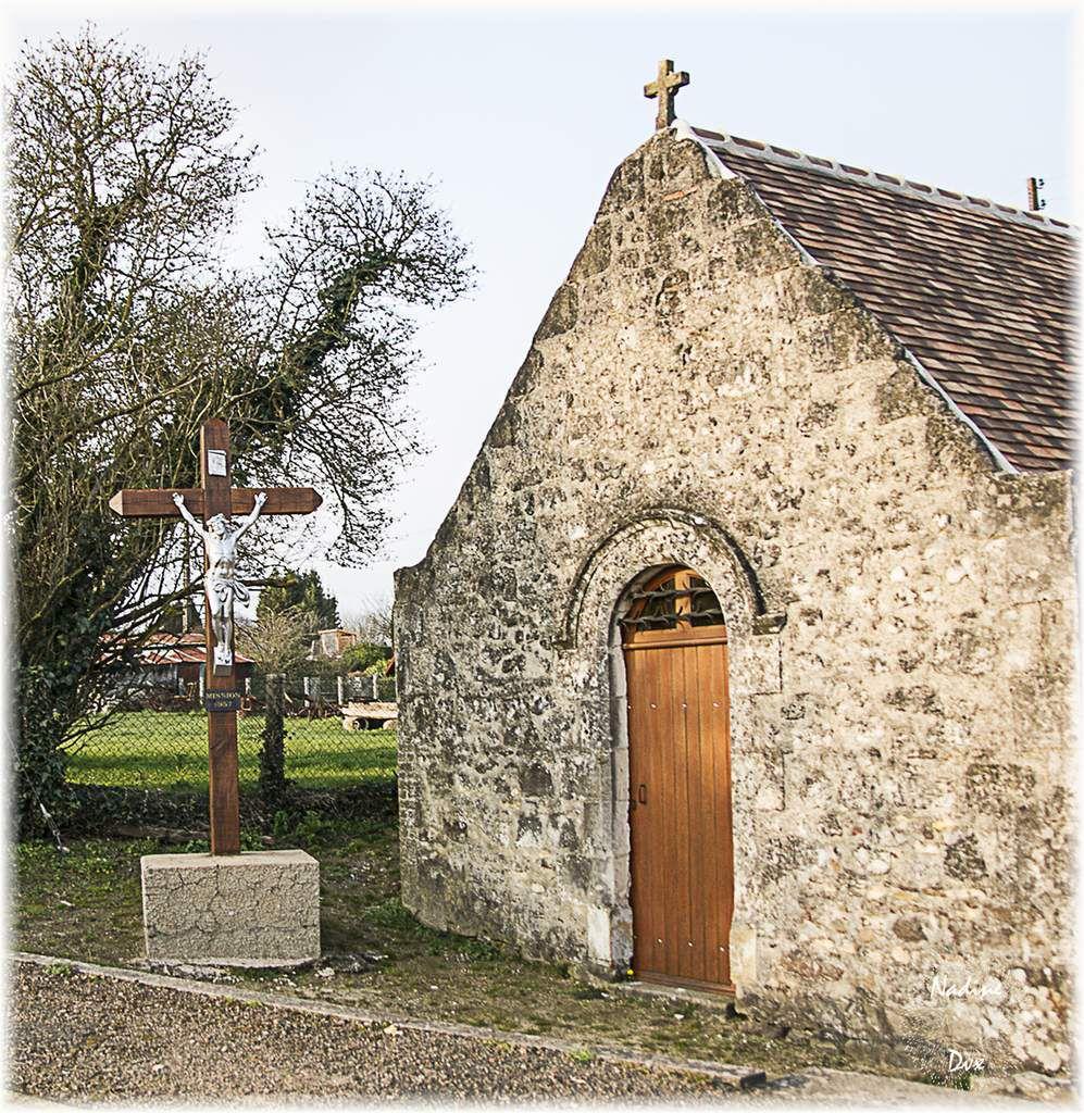 Coulongé, Chapelle Saint-Hubert et son calvaire, Sarthe.