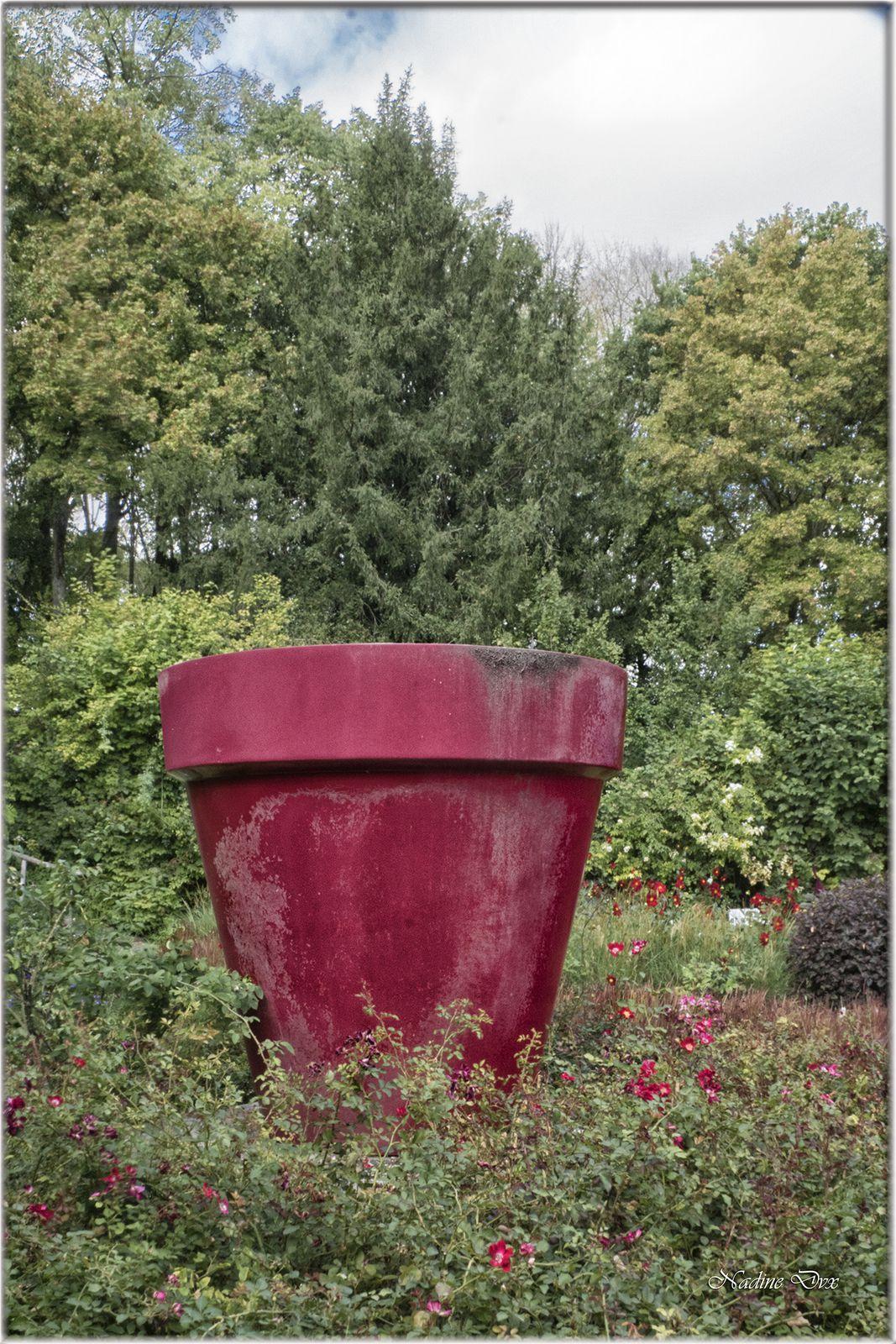 Le pot Rouge de Jean-Pierre Raynaud - Château du Rivau