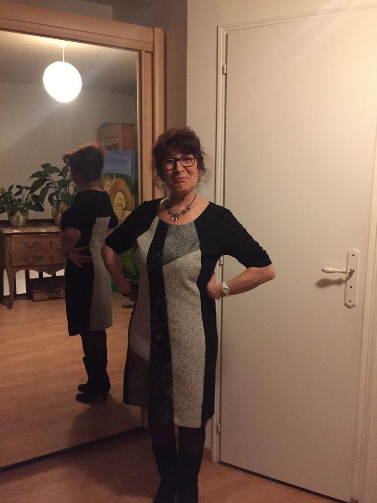 je suis prête, avec la robe que le père Noël m'a apporté la semaine précédente !