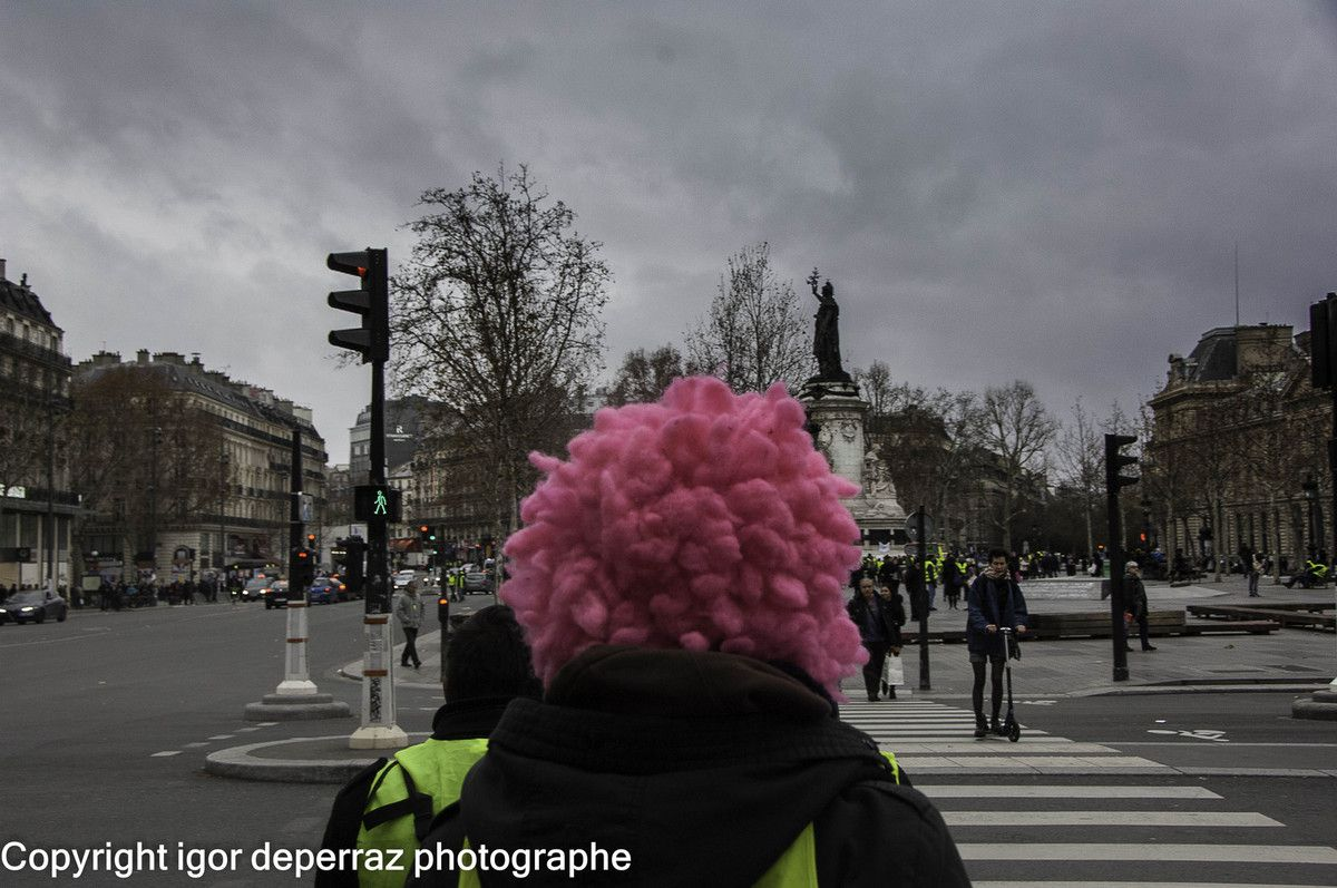 Paris jaune ..Guerre civile photographies igor deperraz
