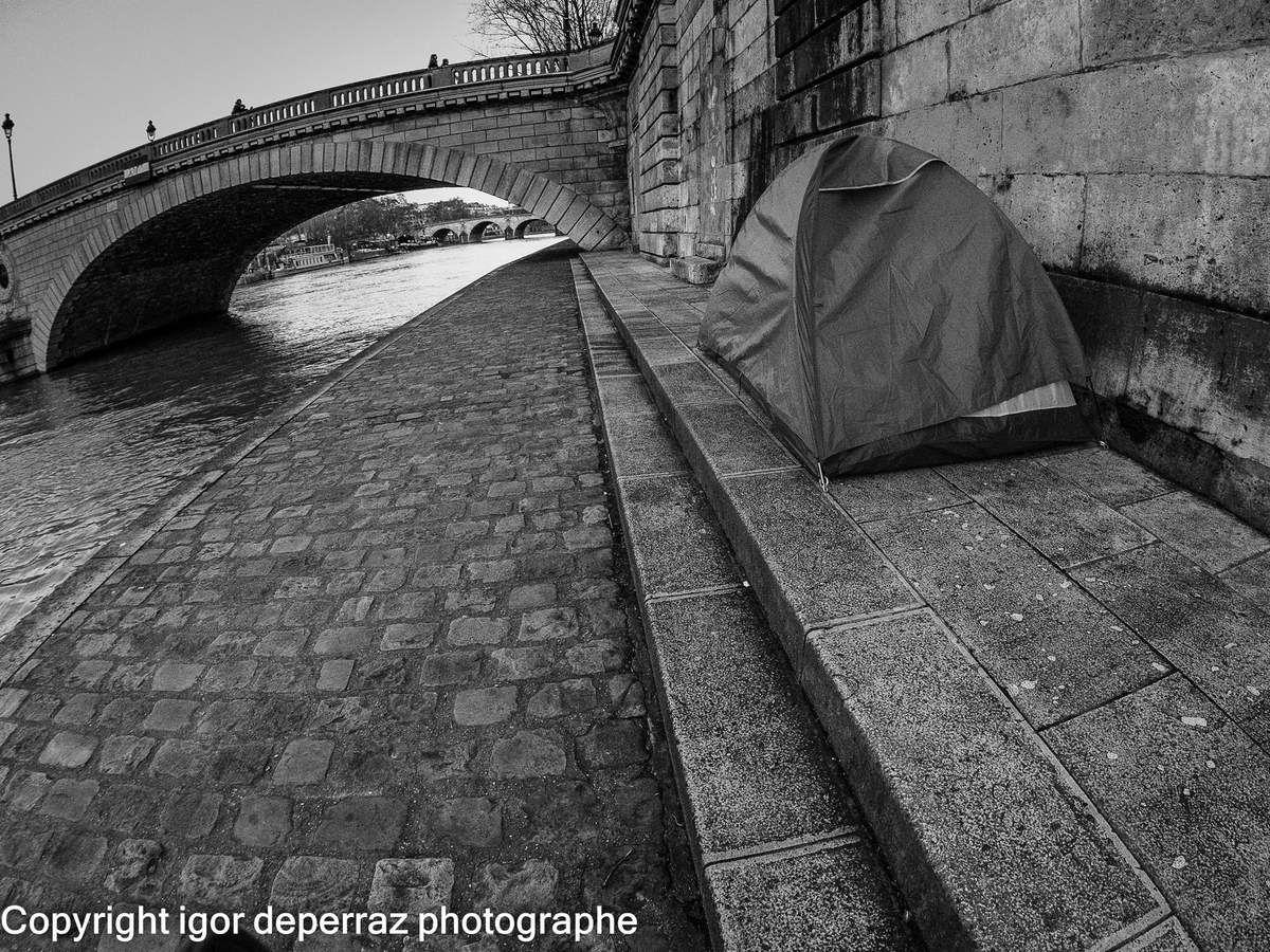 Habiter sous les ponts ou dans une tente?