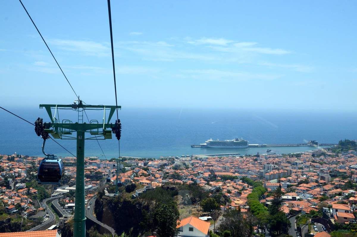 Direction le jardin botanique par téléphérique eh! oui en surplombant Funchal la capitale