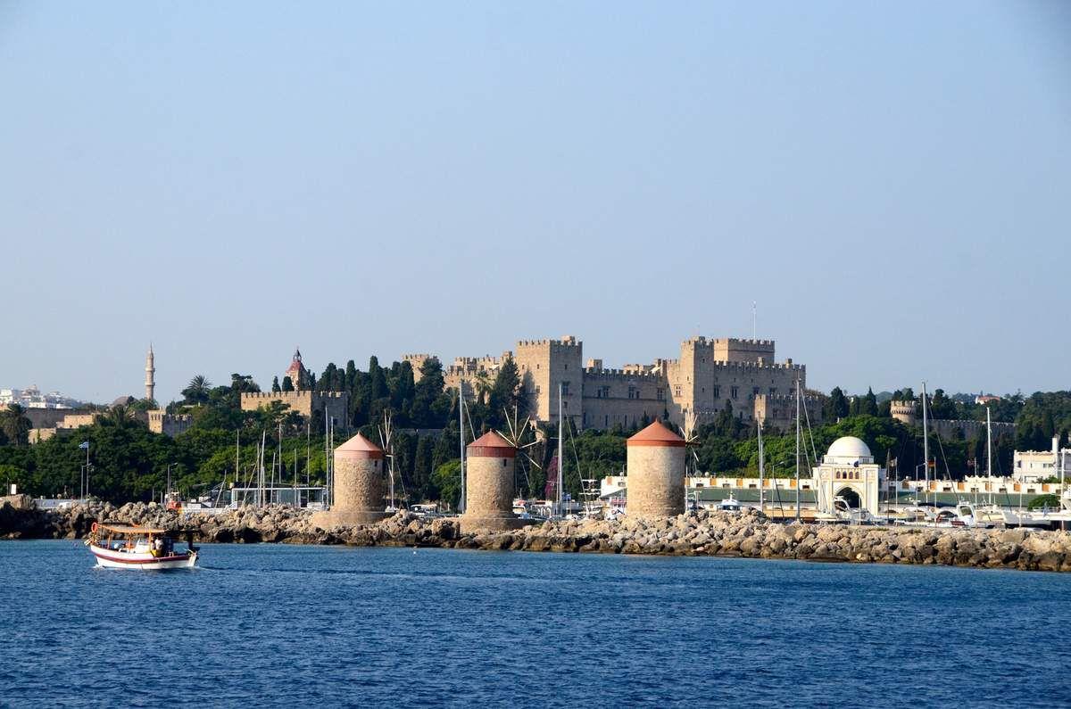 Vieille ville fortifiée depuis la mer
