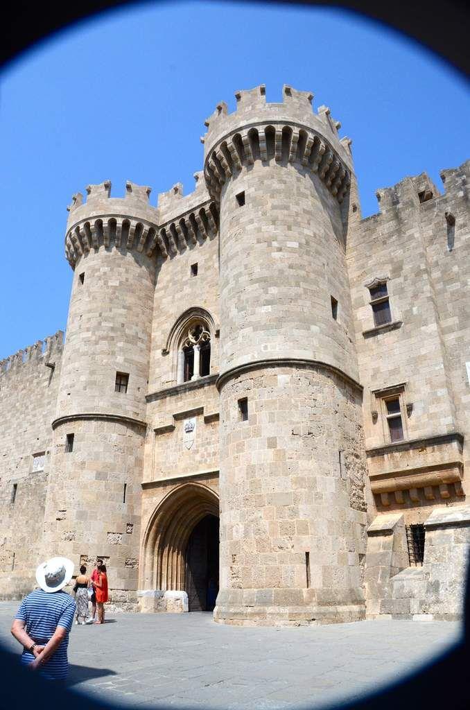 Le palais des grands maîtres est construit au XIVe siècle