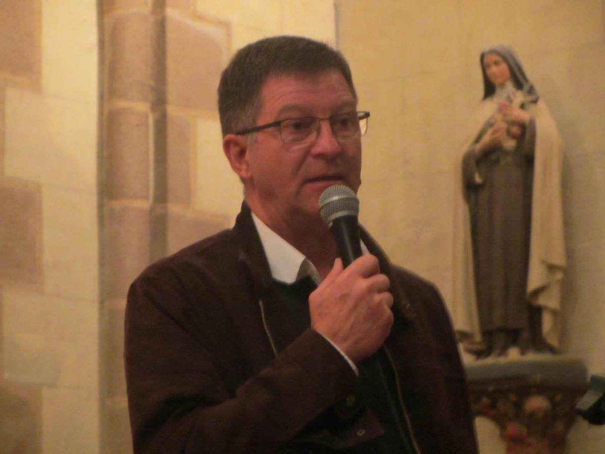 Patrick Boonefaes, président de l'association Vendée-Akamasoa, s'est vu remettre un don de 1.138 € pour le père Pedro (photo Michel Coge, reproduction interdite sans autorisation)