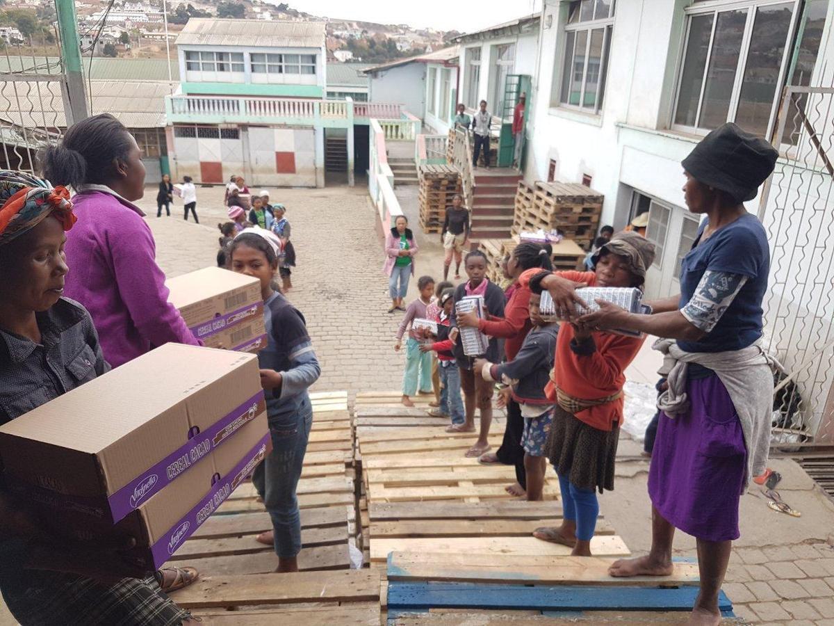 Le 6ème container de Vendée-Akamasoa arrivé à Madagascar après six semaines de mer !