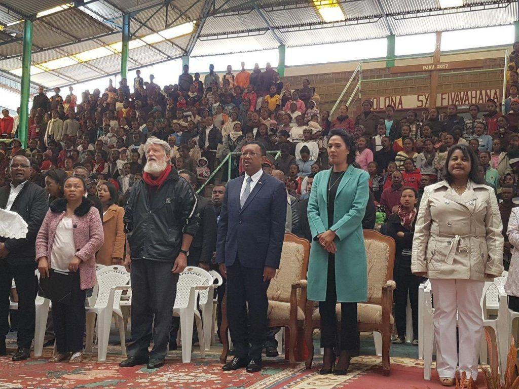 À droite sur la photo, Onitiana Realy, ministre de la Population, de la Protection Sociale et de la Promotion de la Femme.