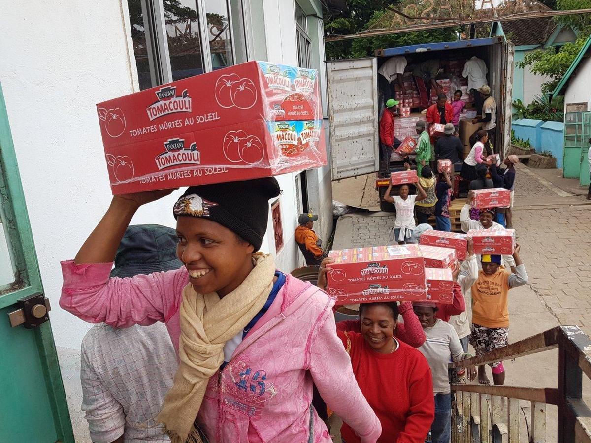 30 tonnes de produits alimentaires envoyées par Vendée-Akamasoa arrivées chez le père Pedro