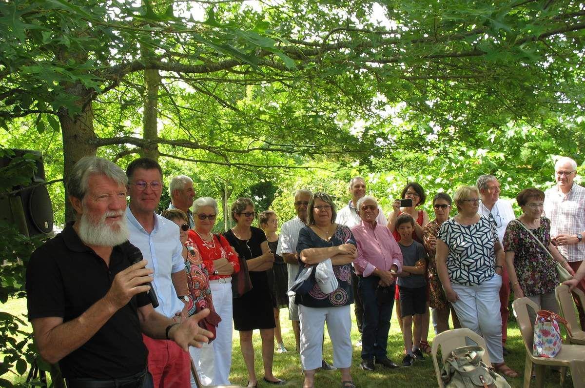 Le 23 juin 2019, le père Pedro était aux Herbiers (Vendée) à la rencontre de l'association Vendée-Akamasoa (Dr)