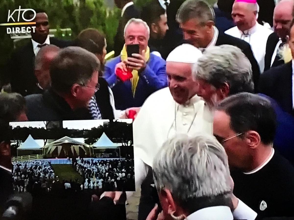 Patrick Boonefaes qui a eu l'honneur d'être présenté au pape François par le père Pedro (©reproduction interdite sans autorisation).