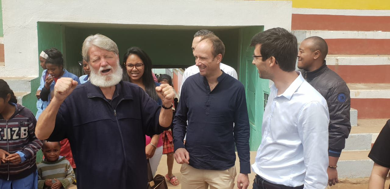 La société Panzani, mécène du père Pedro, en visite à Akamasoa