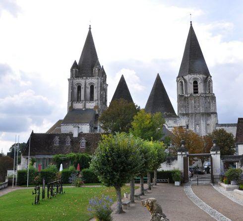 Photos : https://www.patrimoine-histoire.fr/Patrimoine/Loches/Loches-Collegiale-Saint-Ours.htm
