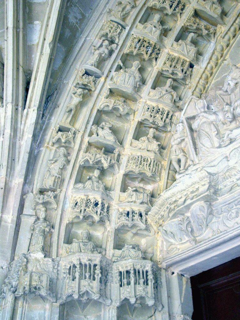 Grand Portail. Église Saint-Aignan. Poissons. Haute-Marne. ©Photos Rhonan de Bar.