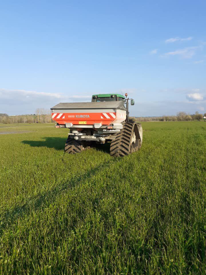 Épandage engrais tracteur chenilles sur RGI ☀️🌿☘️