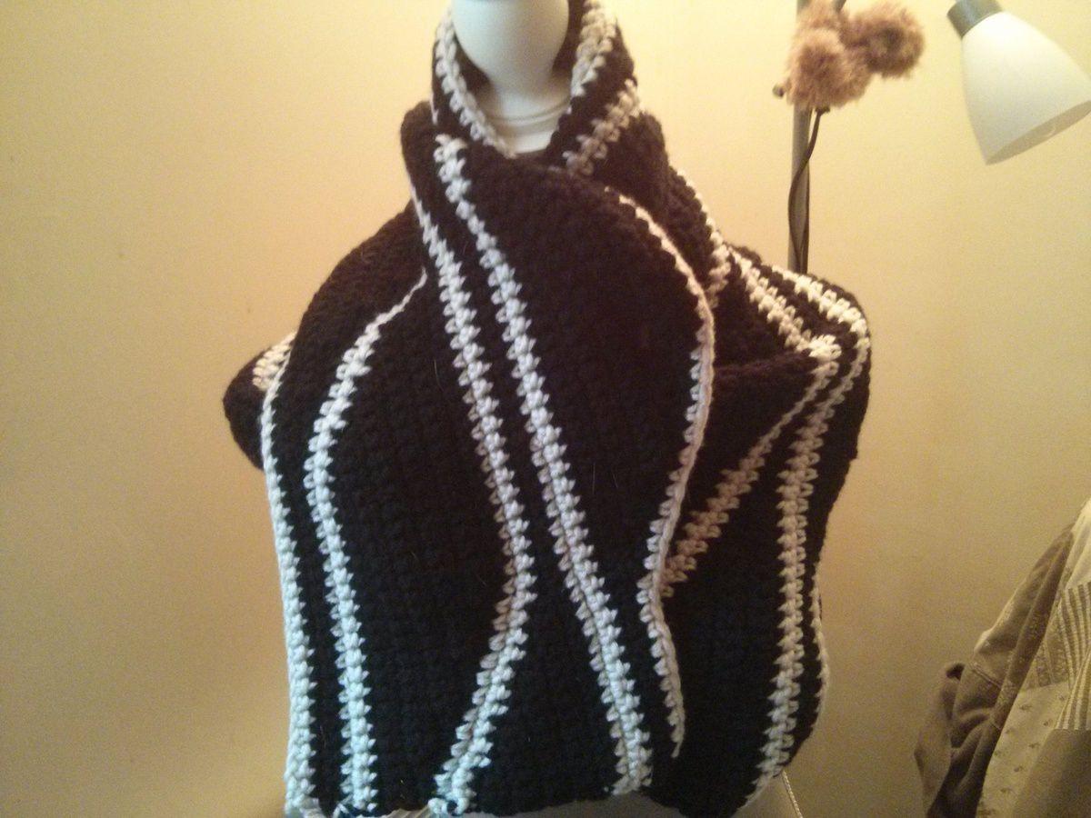 Une écharpe en noir et blanc