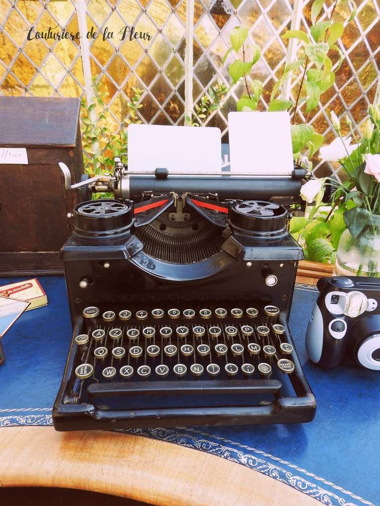 Une table d'accueil magnifique sur un bureau 100% vintage !