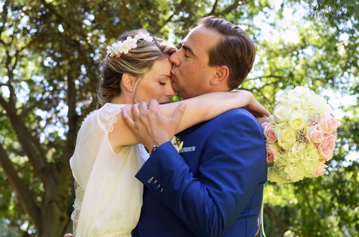 J'adore ce cliché de Julie avec notre jolie mariée capturé par Maxime