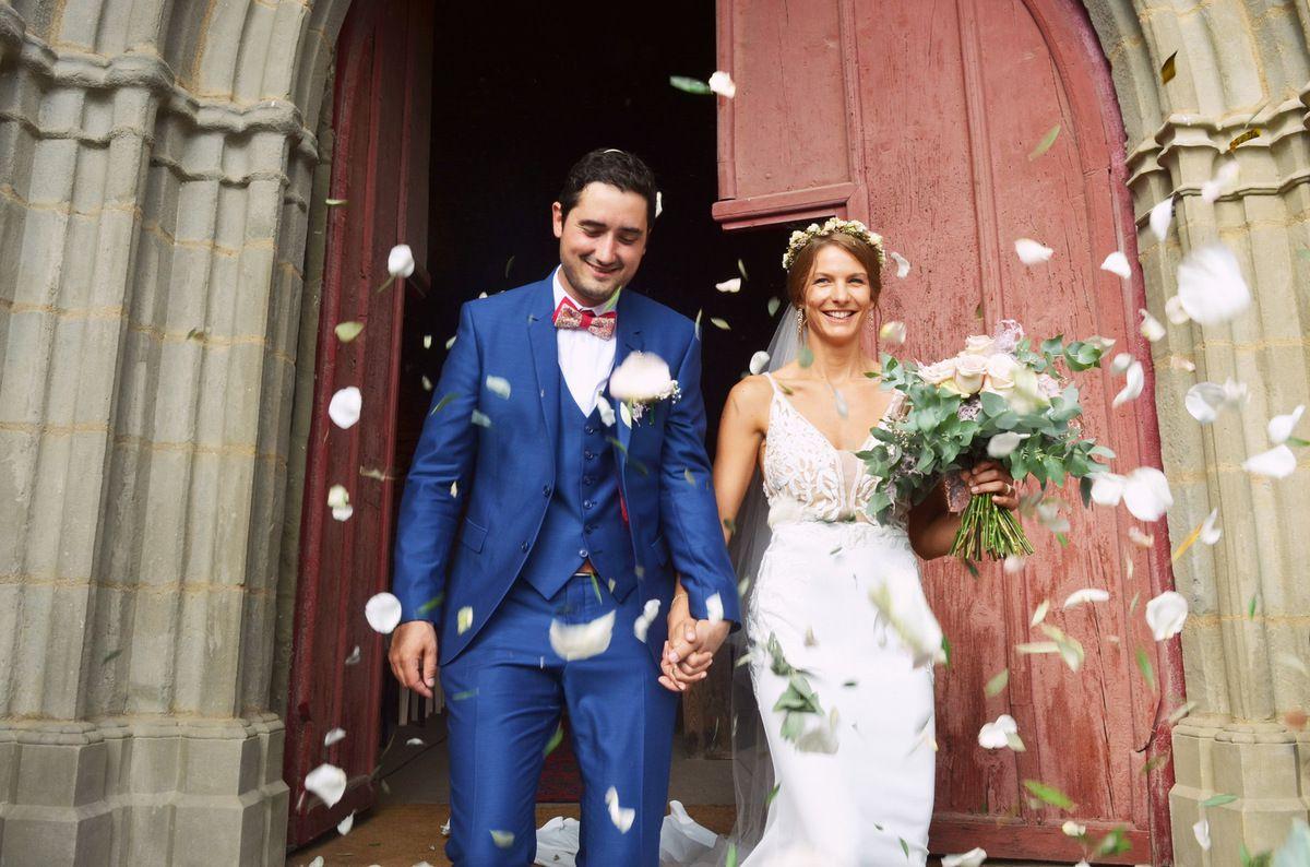 Mariage champêtre et rustique dans une grange