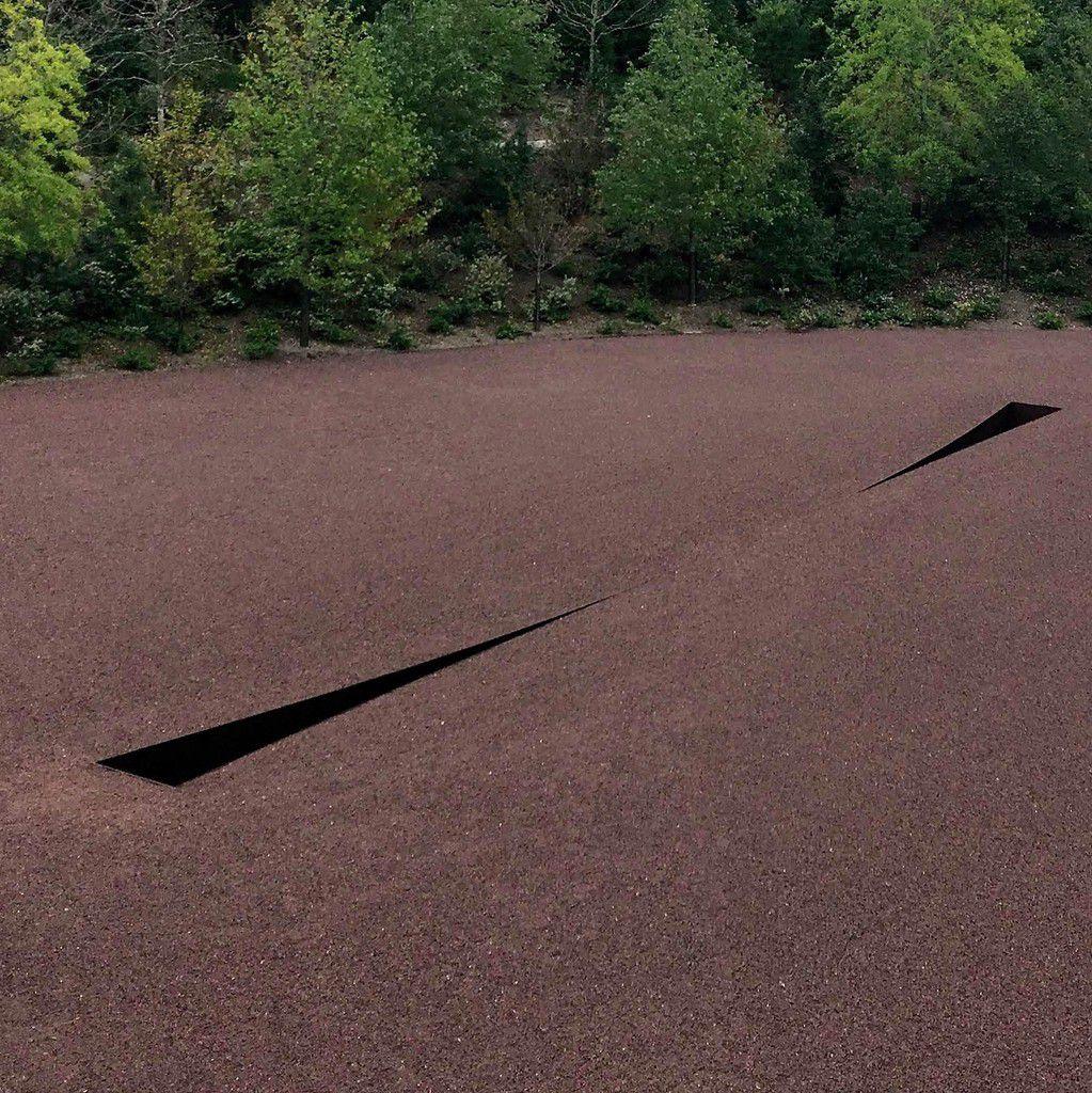 Michael Heizer, Compression Line