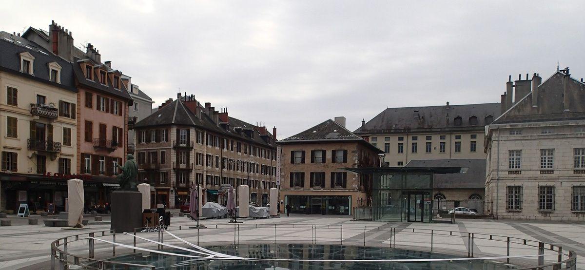 18 janvier 2016, ciel avionneux au-dessus de la Place du Palais de Justice de Chambéry