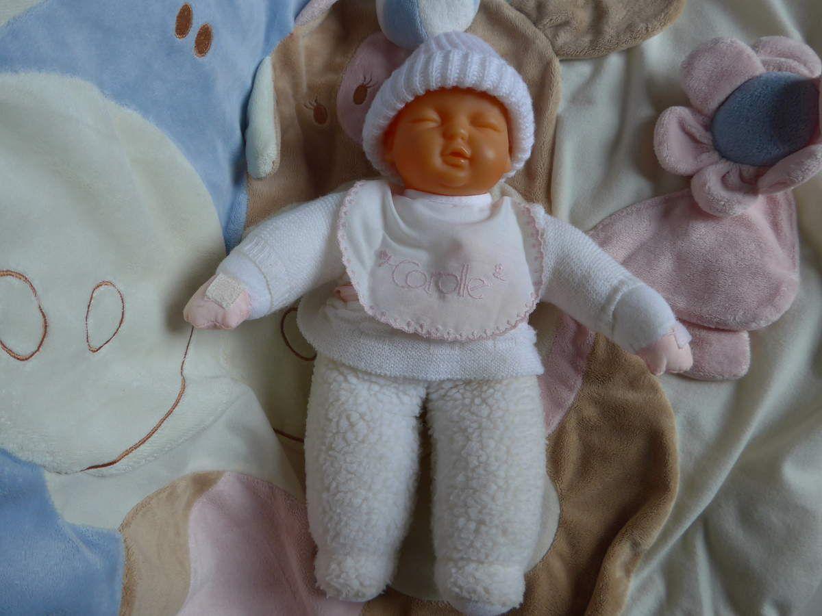 Poupée Corolle : Babicorolle / Babidoux / Babirêve - Baptiste, le bébé aux yeux fermés.