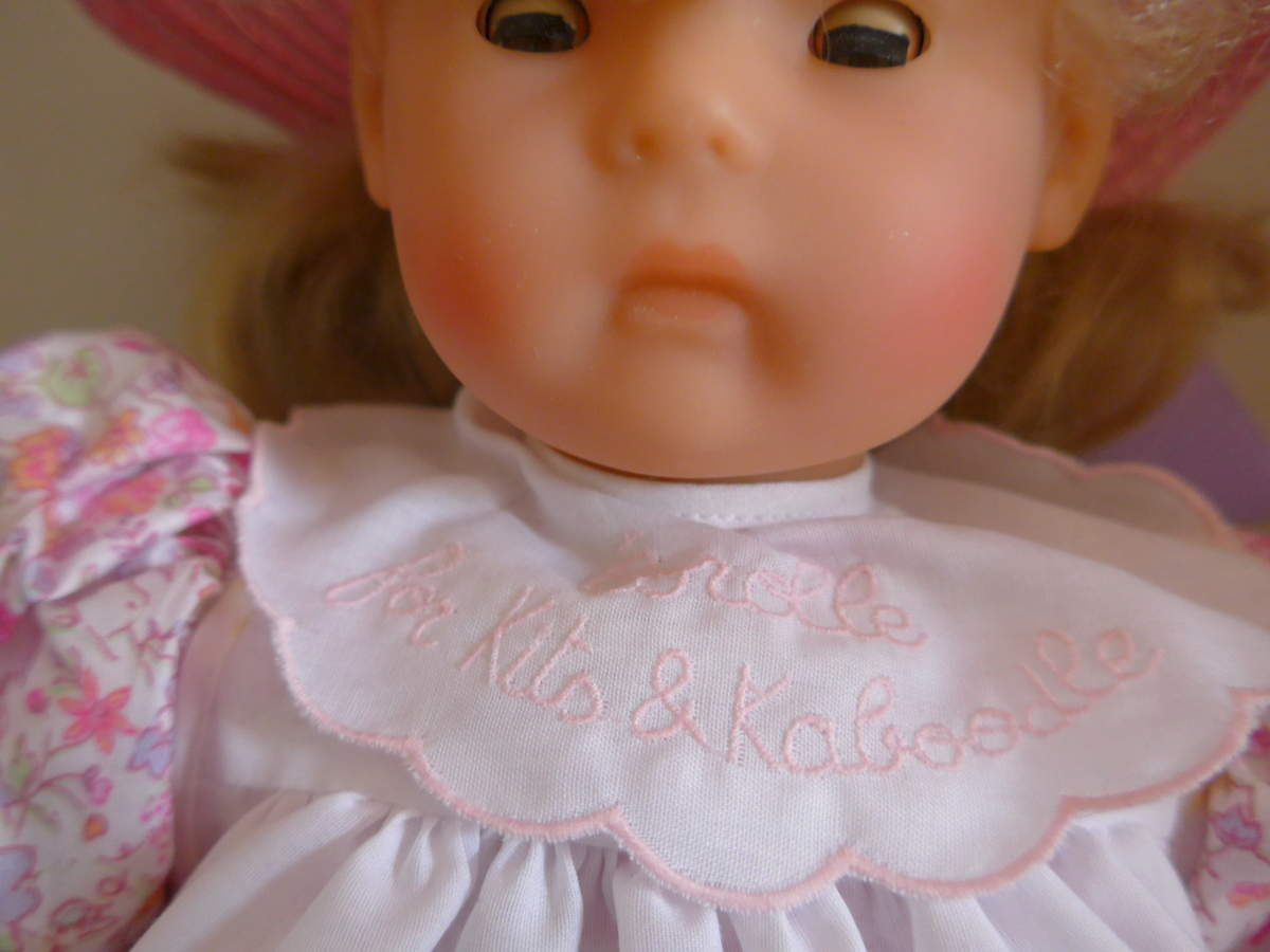 Poupée Corolle / poupée ancienne boudeuse : elle est partie bouder aux Etats-Unis et revenue en France, elle continue ! :)