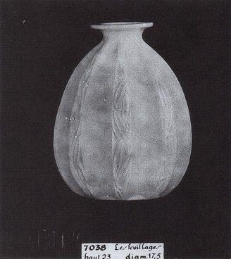 Vase Les Feuillages N° 7038 catalogue Sabino 1930