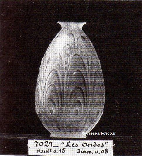 "Vase ""Les Ondes"" n° 7027 catalogue Sabino 1930"
