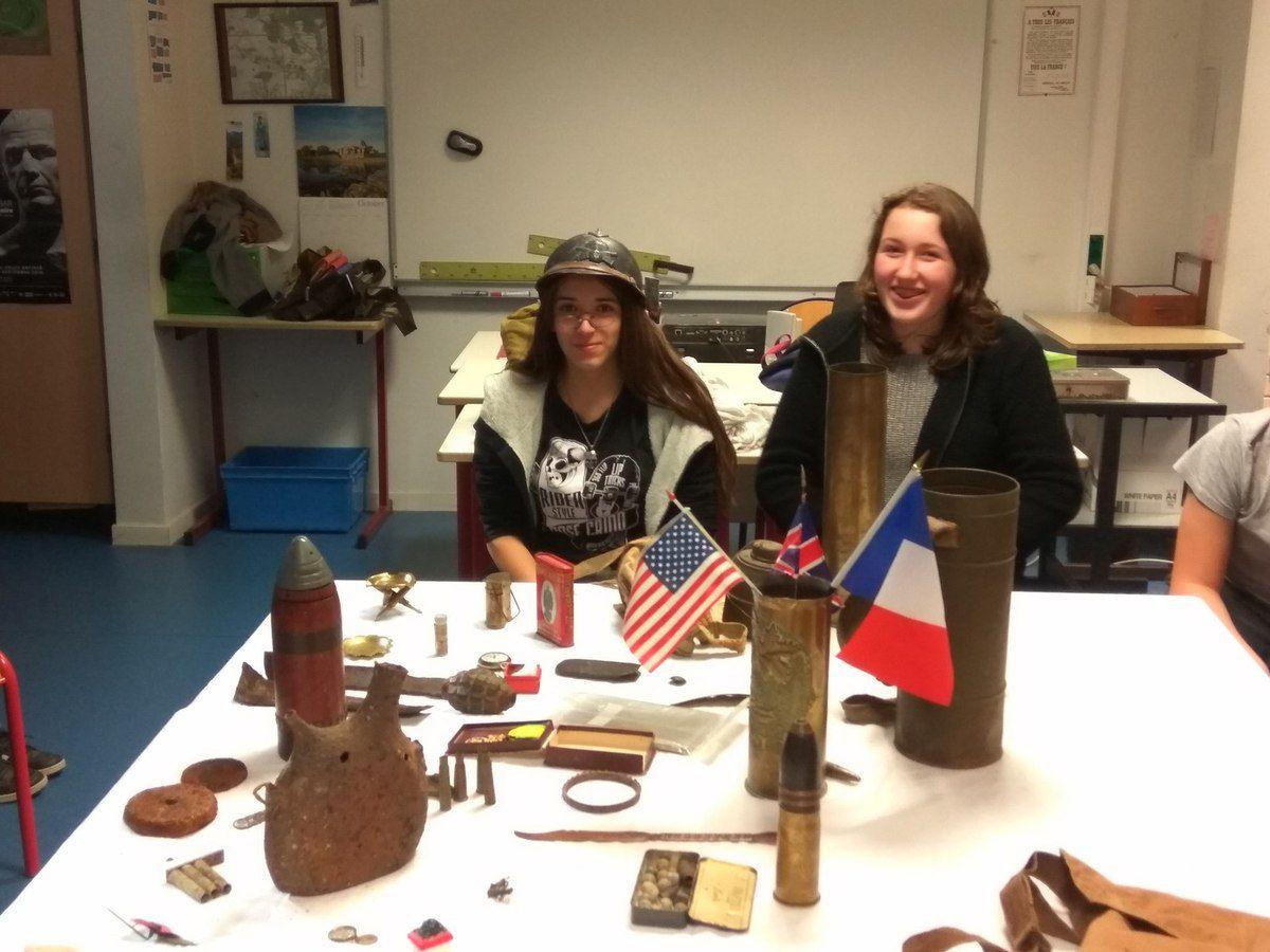 Maylis, Pauline et Rose lancent la collection 14-18 de l'AEC...