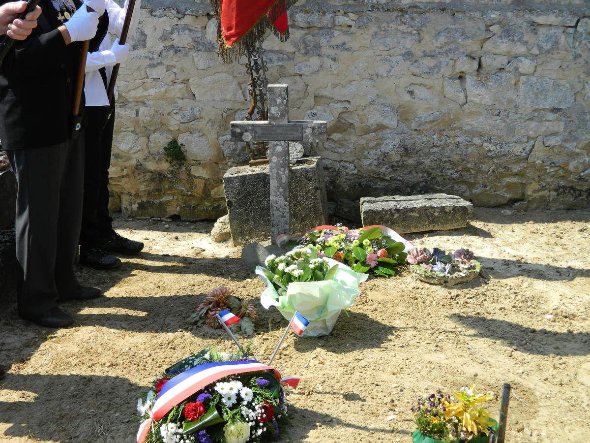 La cérémonie au cimetière.
