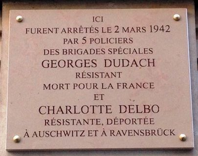 Plaque apposée sur la façade de l'appartement parisien de Georges et Charlotte à Paris
