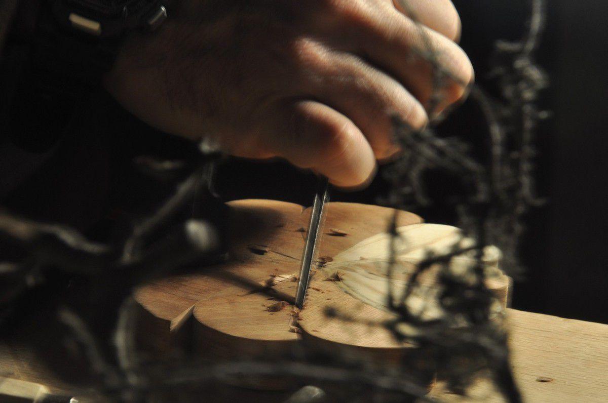 Avec la plus petit des gouges, pour le plus petit des bois.